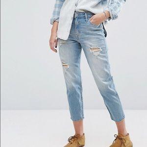 •Hollister Girlfriend High Rise Jeans•